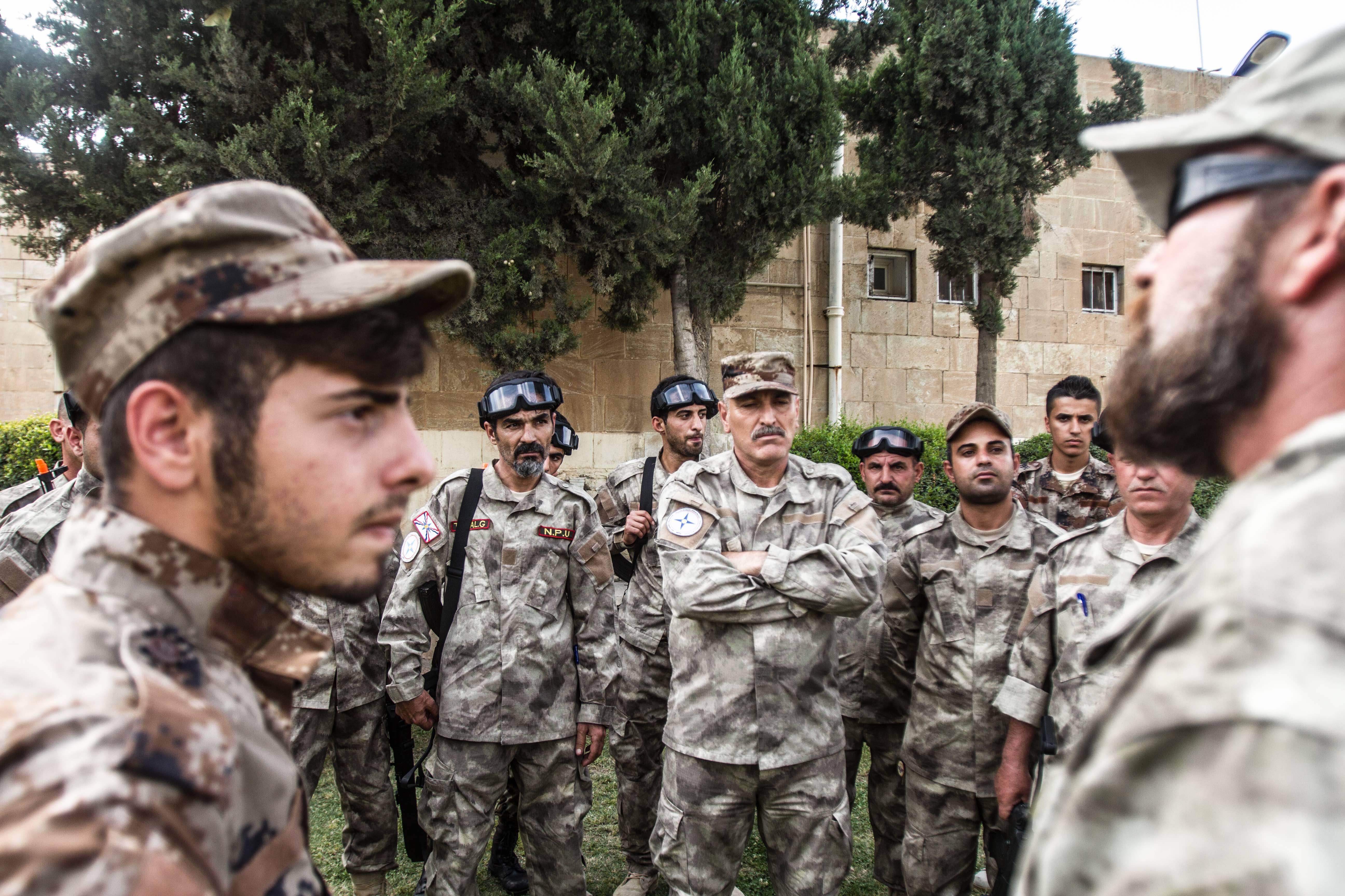 Tactical training briefing for the defensive force in the city of Dohuk. © Jan Husar
